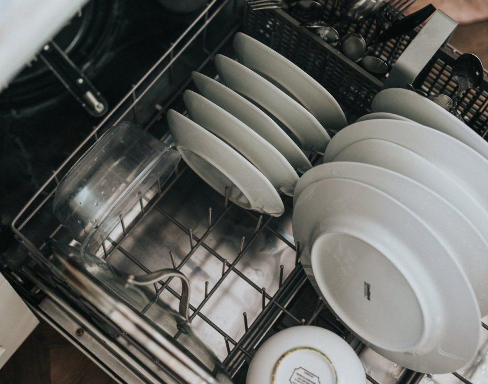 Завантаження посудомийної машини