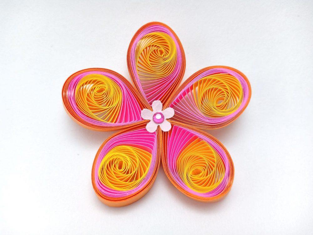 Квітка у техніці квілінгу