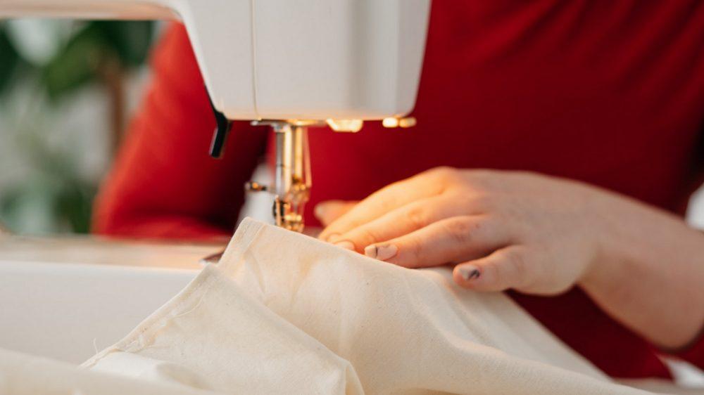 Шить на швейной машинке