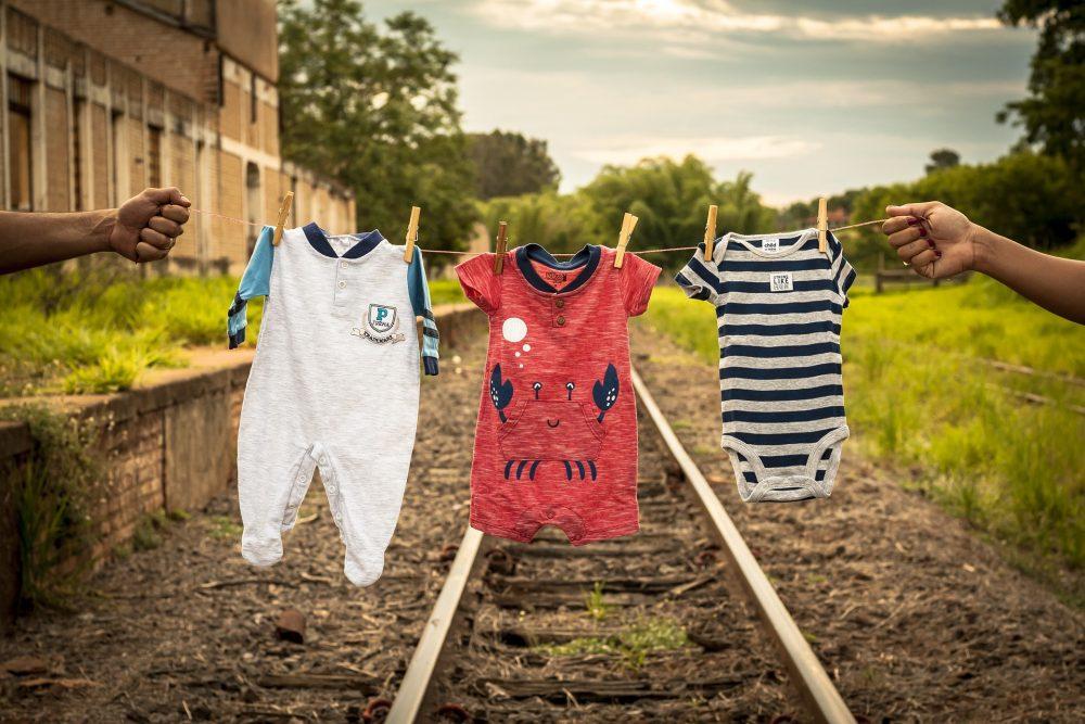 Чим прати одяг для новонароджених
