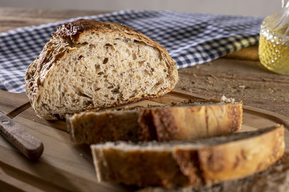 Справжній цільнозерновий хліб у хлібопічці