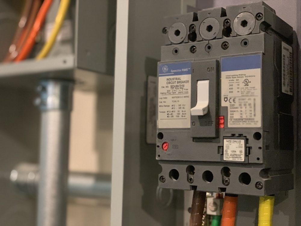 Автоматичний вимикач GE Spectra RMS