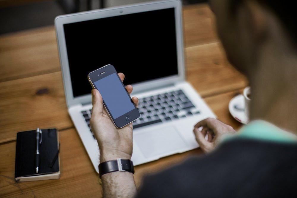 Як зрозуміти, що телефон прослуховується?