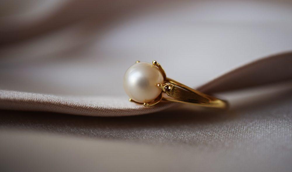 Як почистити золото з камінням в домашніх умовах