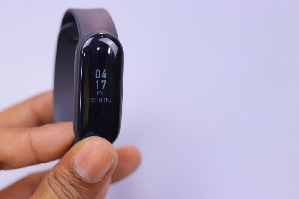 Що краще фітнес браслет або смарт-годинник