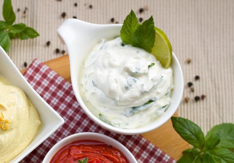 Восточный соус с тахини и плесневым сыром