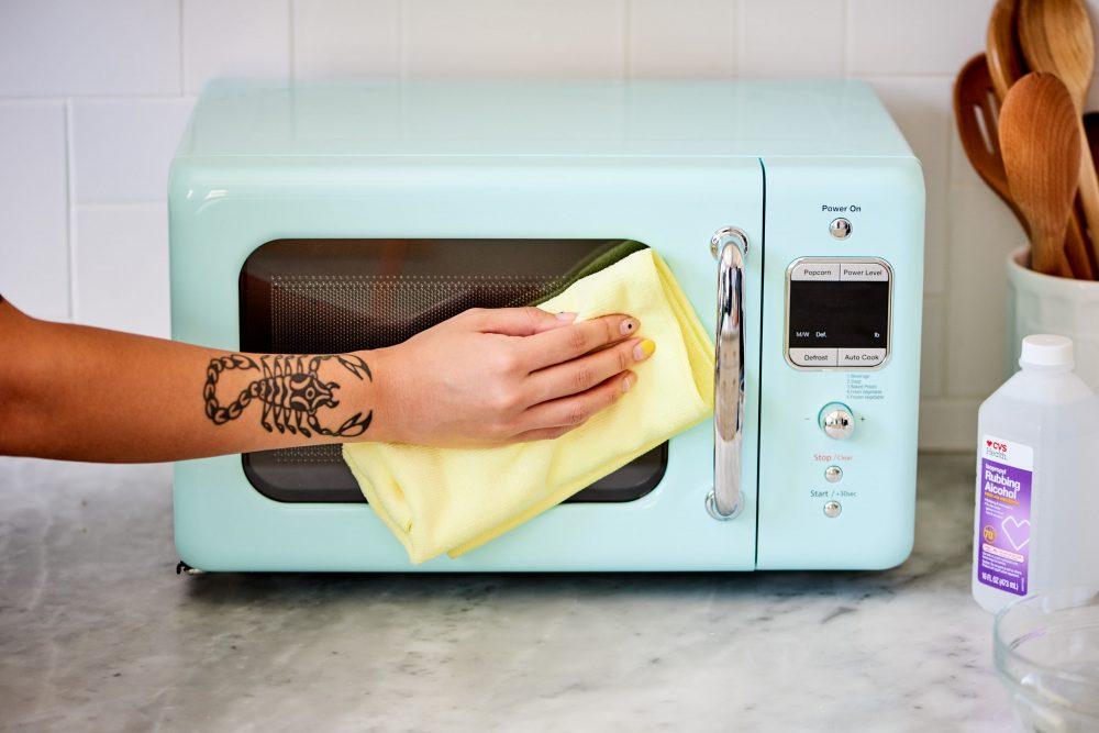 Як легко відмити мікрохвильовку