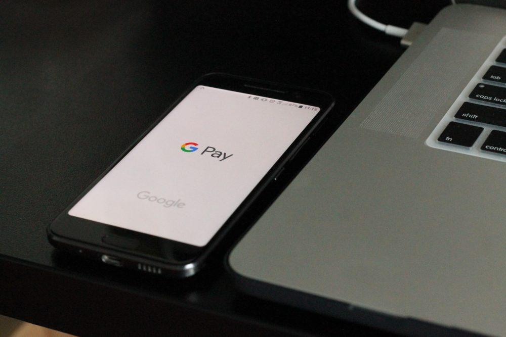 Телефон для безконтактних платежів через NFC