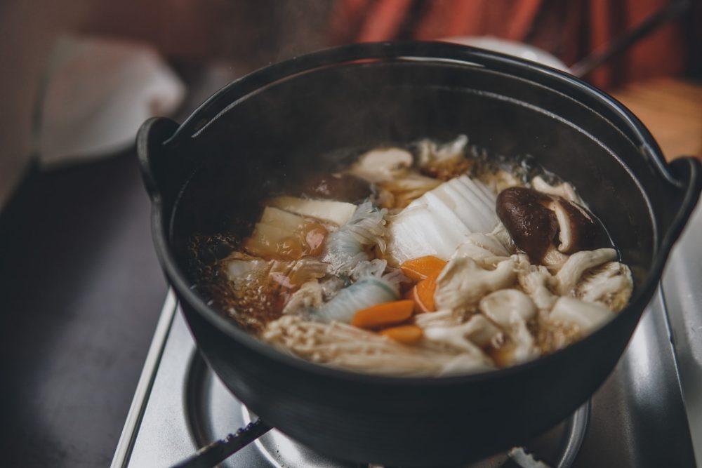 Як почистити каструлю від нагару