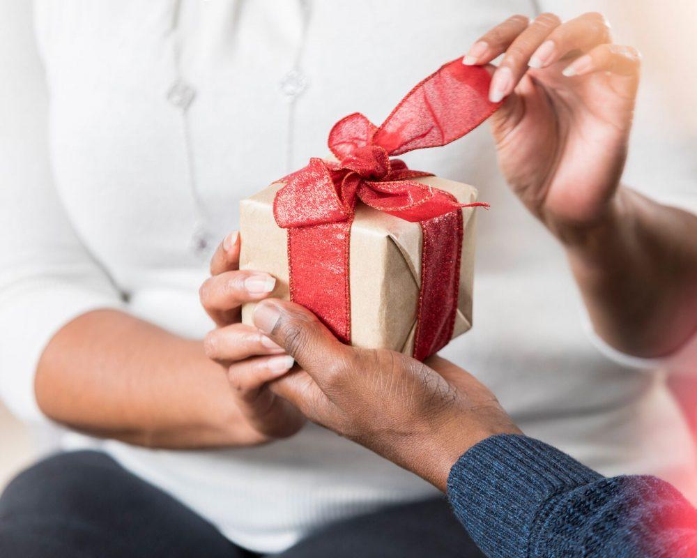 Какой подарок подарить девушке