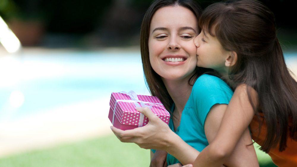 Что можно подарить на день рождение маме