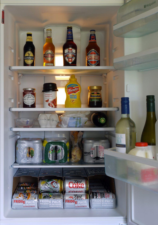 Як прибрати запах із холодильника