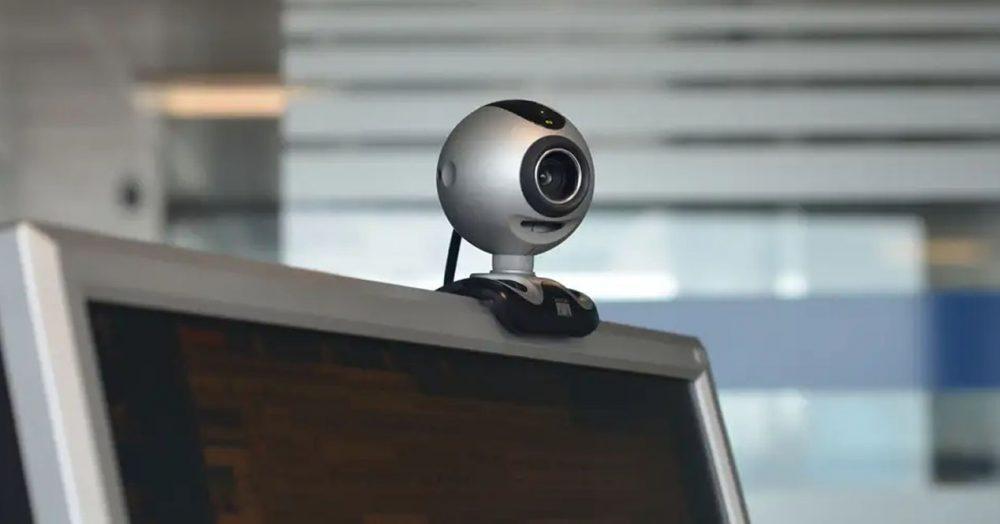 Вебкамера з кріпленням на монітор
