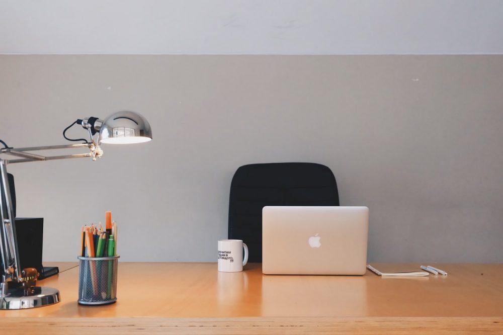 Офисная настольная лампа
