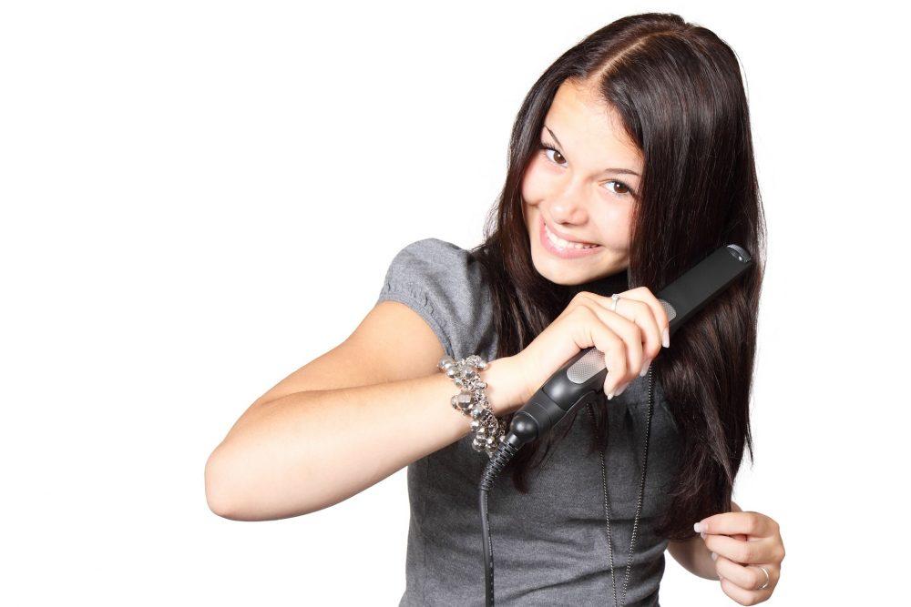 Вирівнюємо волосся випрямлячем