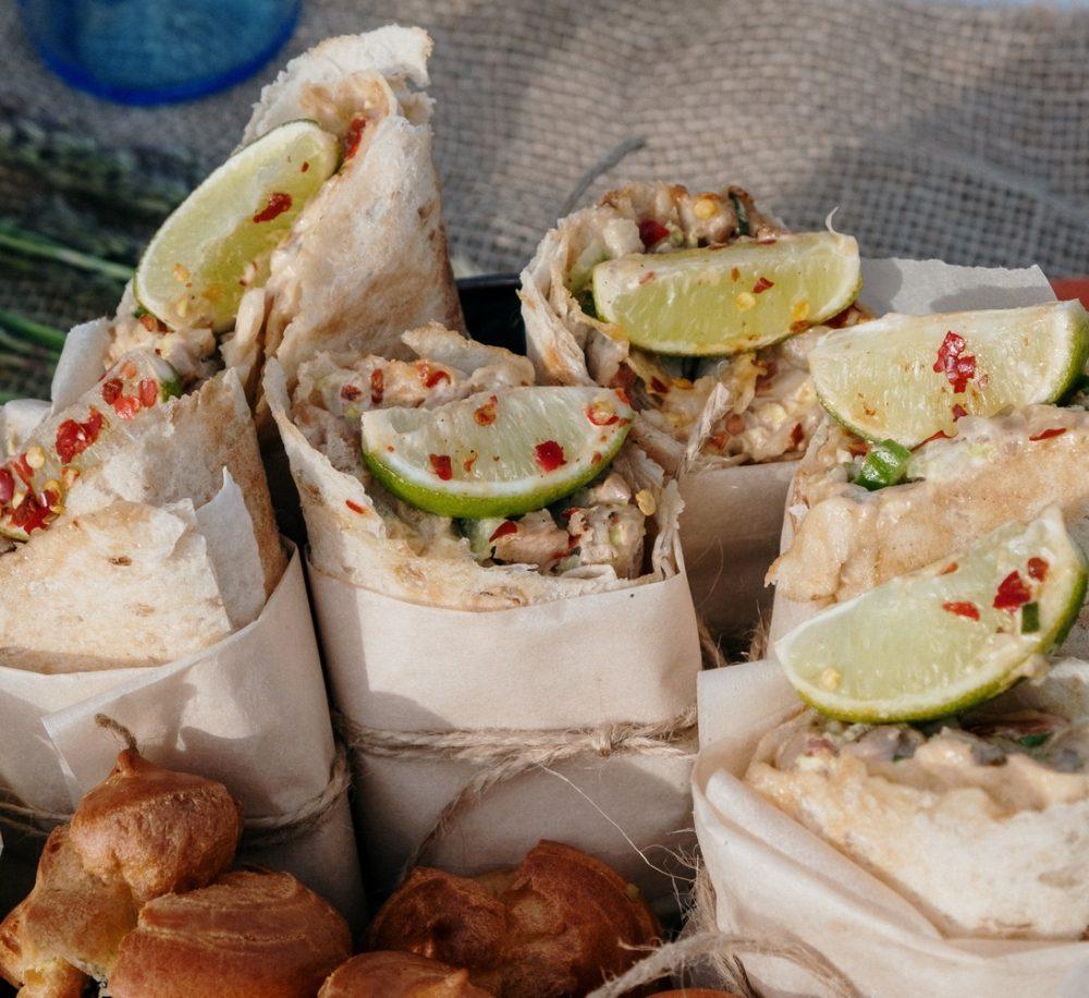 Творожный рулет из лаваша с вишней и грецким орехом