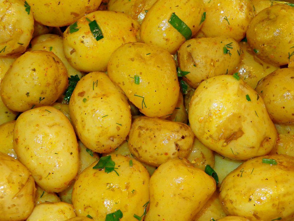 Як правильно варити молоду картоплю