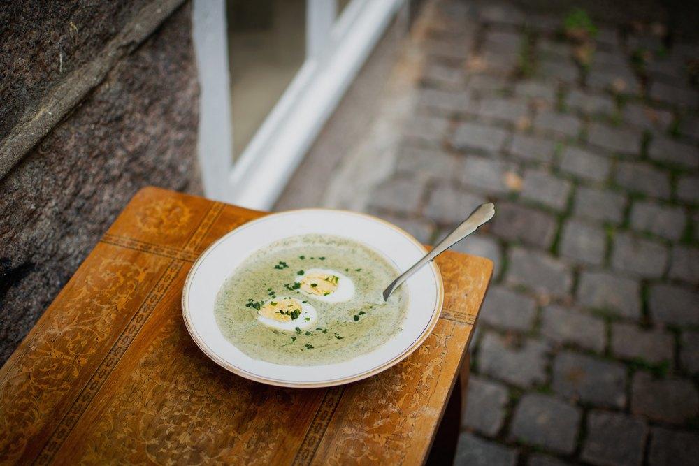 Зеленый борщ на обед