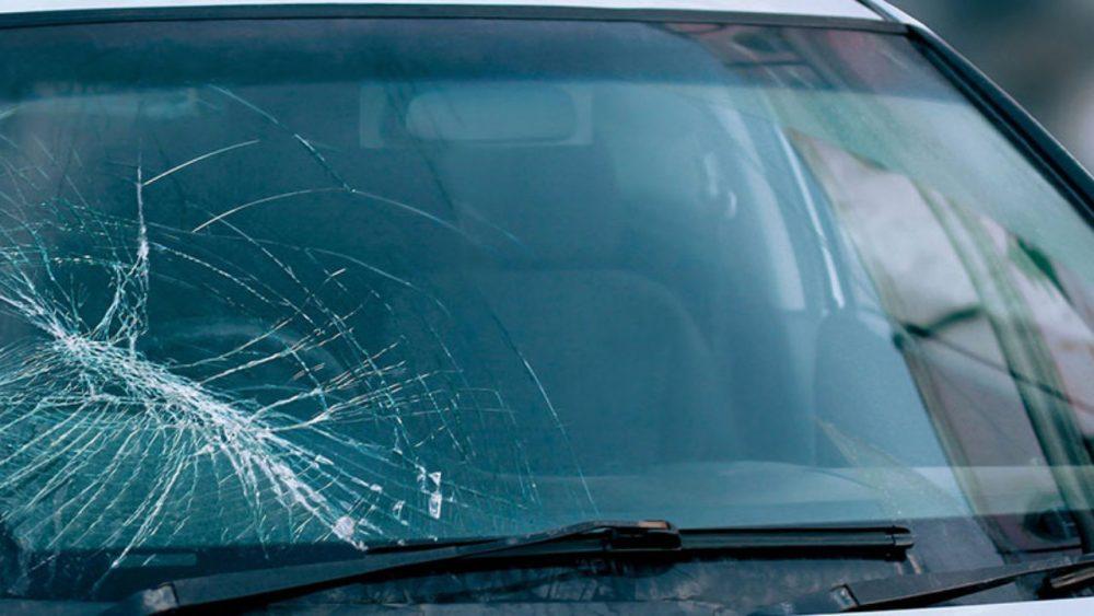 Как удалить царапины с автомобильного стекла