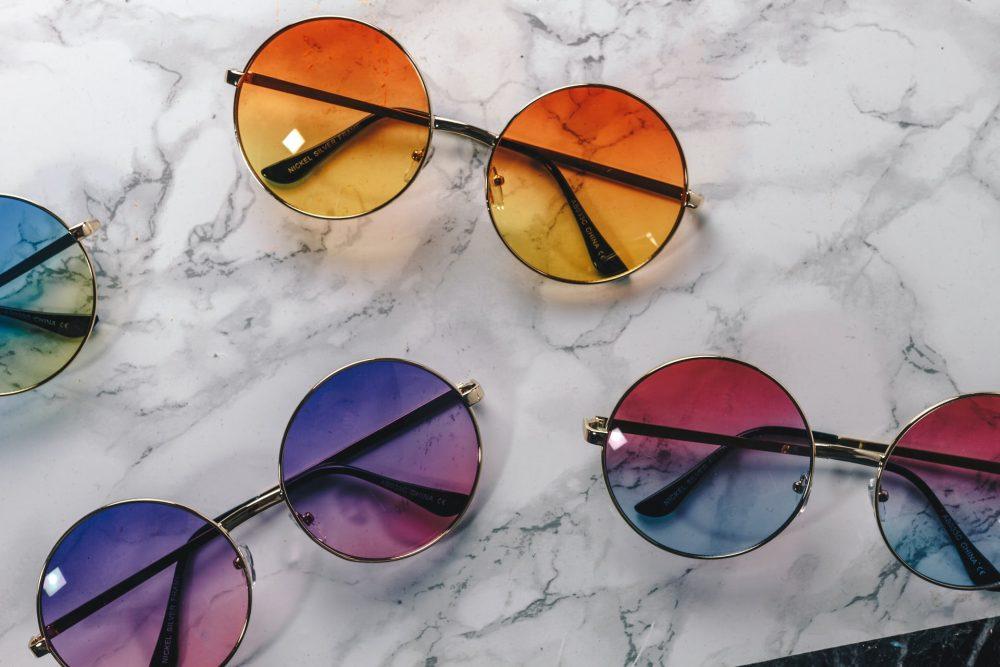 Окуляри з різнокольоровими лінзами