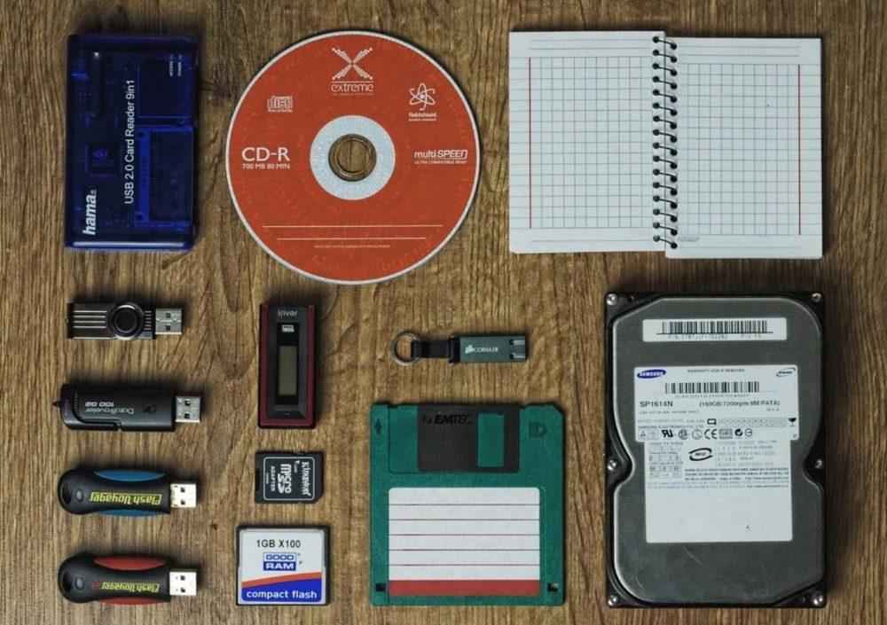 Устройства хранения данных из разных эпох