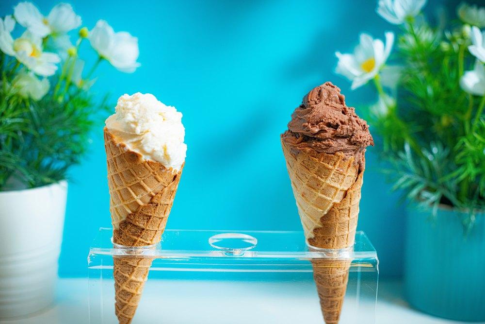 Мороженое пломбир в мороженице