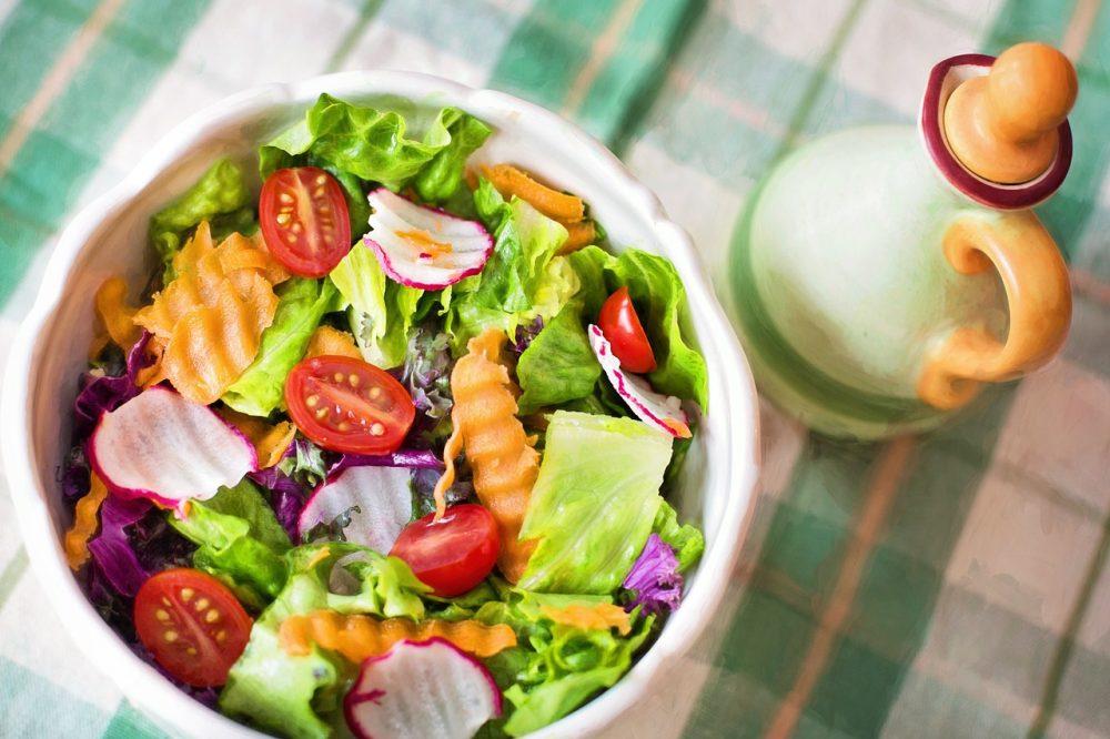 Салат зі свіжих овочів без майонезу
