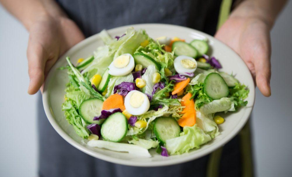 Овочевий салат з яйцем