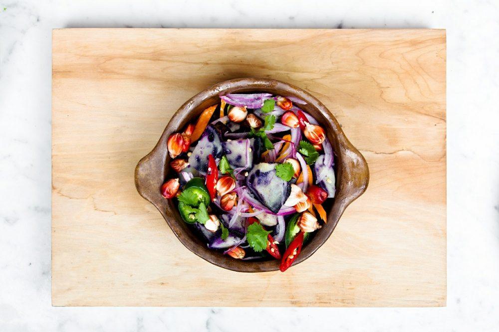 Весняний салат зі сметаною