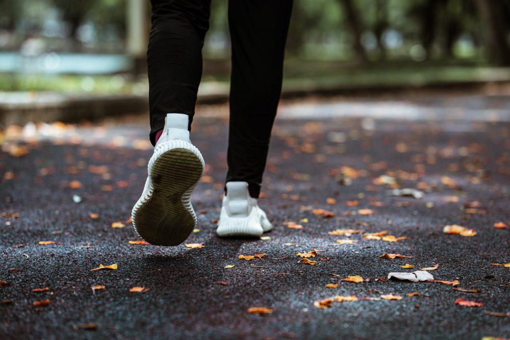Тканевые кроссовки