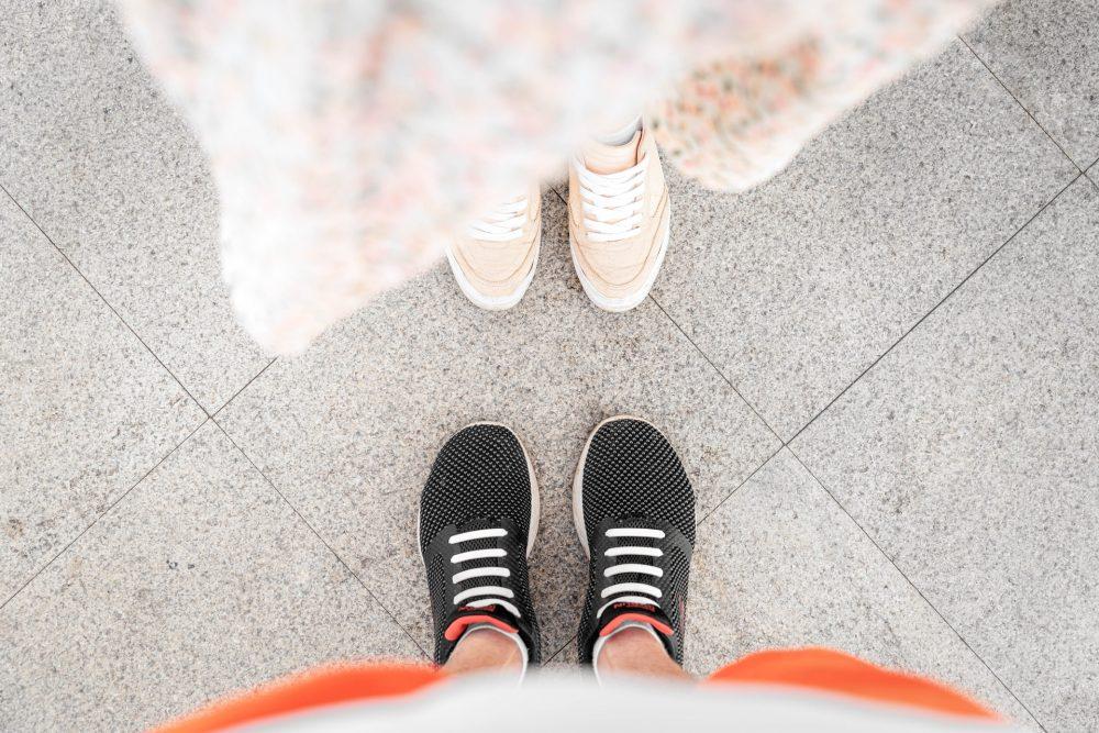 Як зав'язувати шнурки на кросівках