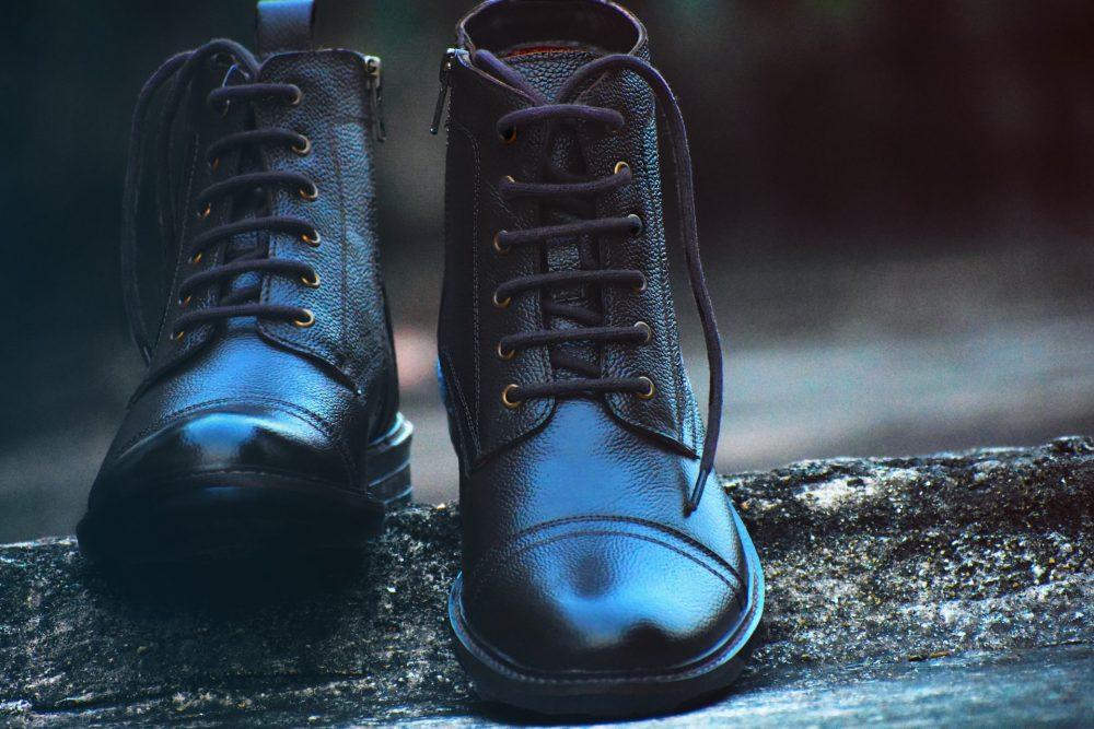 Як красиво зав'язати шнурки на черевиках